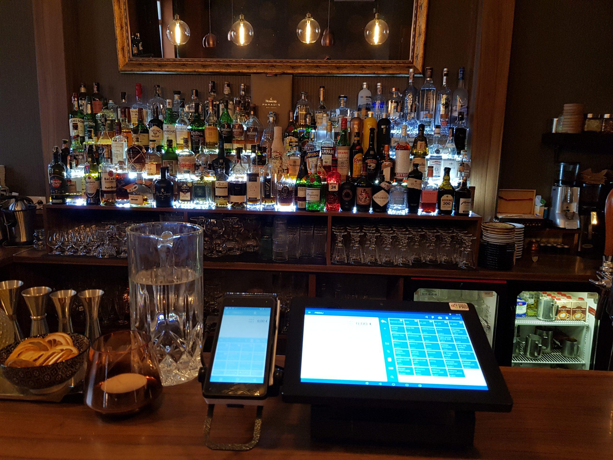 pokladní sestava v baru